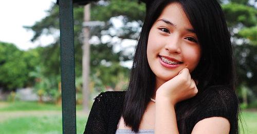 日本にいる外国人留学生 にっこり微笑む