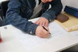技能試験を受ける外国人材
